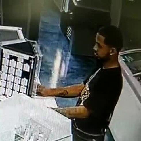 Buscan hombre por robo en Isla Verde