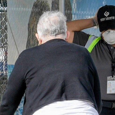Ancianos intentan regresar a Vieques tras el toque de queda