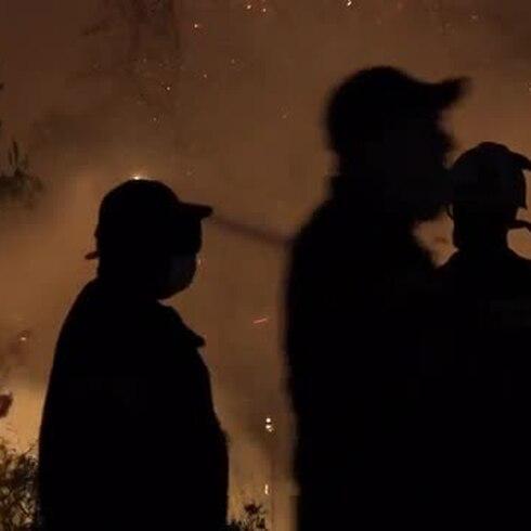 Lucha contra el fuego en la isla de Eubea, la segunda más grande de Grecia