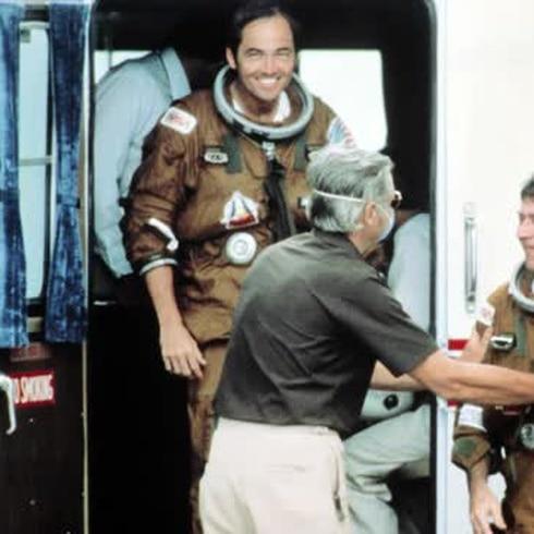 Muere el astronauta, pionero de las salidas al espacio