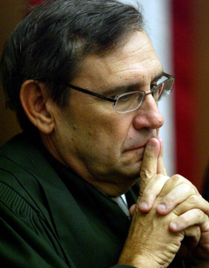 Jorge Mercado Flores hizo alegación de culpabilidad el 31 de mayo de 2014 por transportar a una menor de 14 años a la playa El Gallito, en Vieques, donde sostuvieron relaciones sexuales. En la foto, Gustavo Gelpí (Archivo)