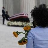 Cientos de personas le rinden homenaje a Ruth Bader Ginsburg