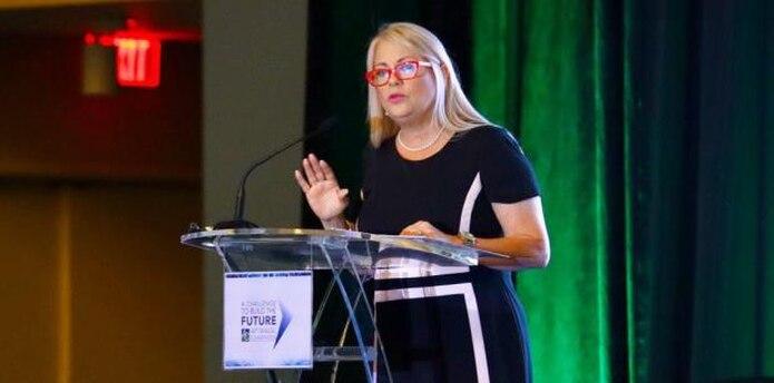 La gobernadora Wanda Vázquez ofreció hoy un mensaje en la Convención de la Asociación de Constructores. (Twitter / @wandavazquezg)