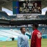 Canelo Álvarez encabeza la primera cartelera de boxeo en el Dolphins Stadium en Miami