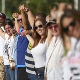 Boricuas se abrazan por celebrar la unidad del pueblo que logró la renuncia de Rosselló