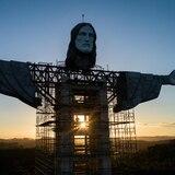 Gigante estatua de un Cristo crece en el sur de Brasil