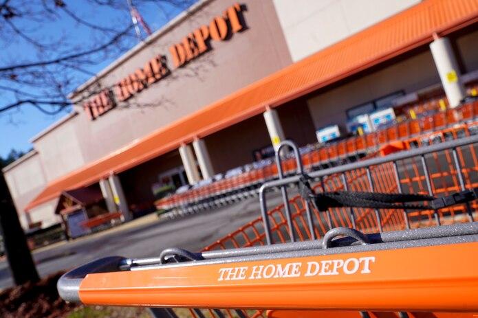 Las ventas en las tiendas de Home Depot en todo el mundo abiertas durante al menos un año subieron un 24.5%.