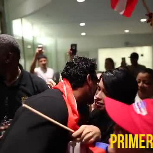 Reciben a Pedro Orta en el aeropuerto