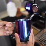 El secreto de dos baristas al preparar una deliciosa taza de café