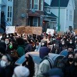 Manifestantes piden justicia en Chicago para Adam Toledo