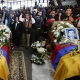 Ecuador da el último adiós a periodistas asesinados por las FARC
