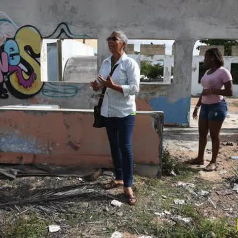 """""""Tenemos un huracán de basura y daños"""" en Piñones"""