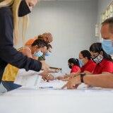 Vega Baja entrega $250 a 200 ciudadanos que quedaron desempleados por coronavirus