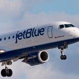 Aerolíneas aceptarán ayudas federales para pagar a empleados