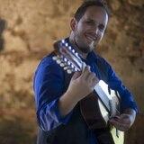 Christian Nieves traslada la influencia arábica al sonido del cuatro puertorriqueño