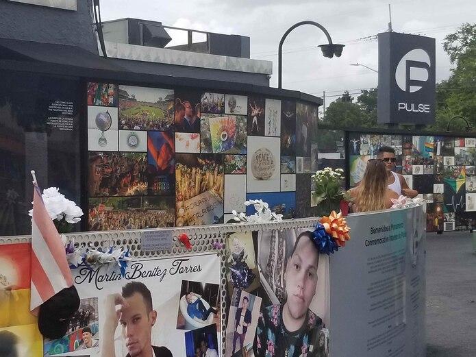 Los predios de la discoteca Pulse en Orlando se han convertido en una especie de museo de recordación. (Luis Santiago Arce / Para Primera Hora)