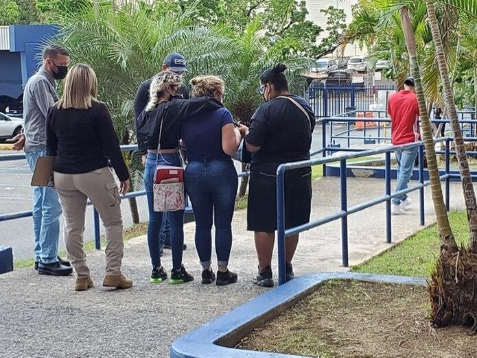 Familiares de Keishla Marlen Figueroa abandonaron el Cuartel General de la Policía a media tarde del sábado luego de prestar declaración.