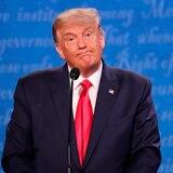 """Trump arremete contra """"60 Minutes"""" y publica programa antes de salir al aire"""