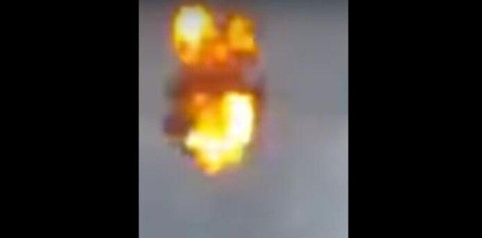 Este es un vídeo que viene circulando en redes sociales y que al parecer se trataría del que impacto en un edificio cercano a la calle Bolívar. (Captura)