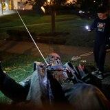 Derriban y queman estatua de general confederado en Washington, D.C.