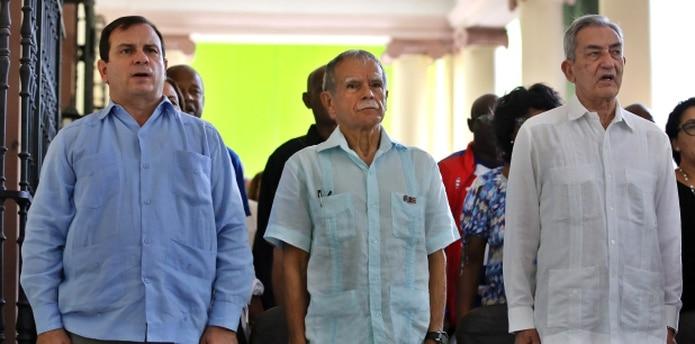 Oscar López Rivera participó en un acto político-cultural en el Instituto Cubano de Amistad con los Pueblos (ICAP), junto a Fernando González -izquierda-, presidente del ICAP, y a José Ramón Balaguer -derecha-, jefe del departamento de Relaciones Internacionales del Partido Comunista de Cuba. (EFE / Alejandro Ernesto)