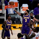 """Los Lakers aumentan sus esperanzas de evitar el """"play in"""" con la victoria sobre los Knicks"""