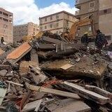 Aumentan a 18 las personas muertas en derrumbe de edificio en El Cairo
