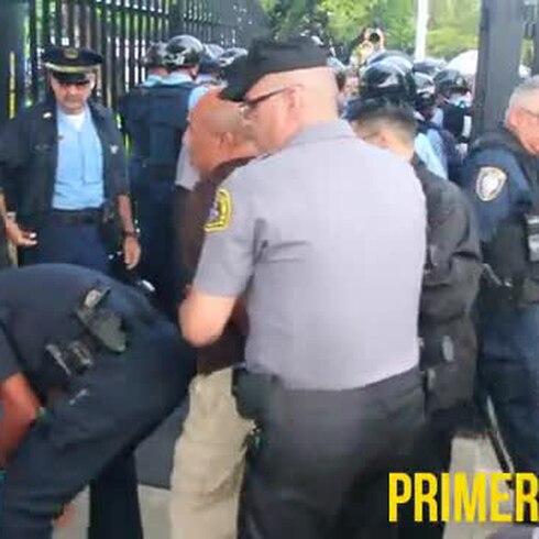 Arrestan a dos hombres en manifestación a favor de excarcelación de Oscar López