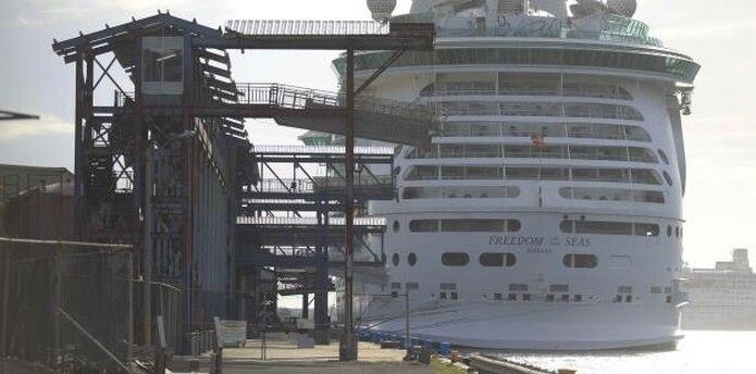Las cámaras de seguridad del Freedom of the Seas fueron ocupadas ayer para fines periciales y se realizó un recorrido completo por todo el piso y zonas aledañas en busca de prueba adicional. (archivo)