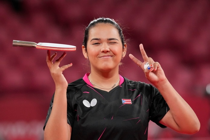 Adriana Díaz sonríe durante una pausa dentro de sus entrenamientos en Tokio.