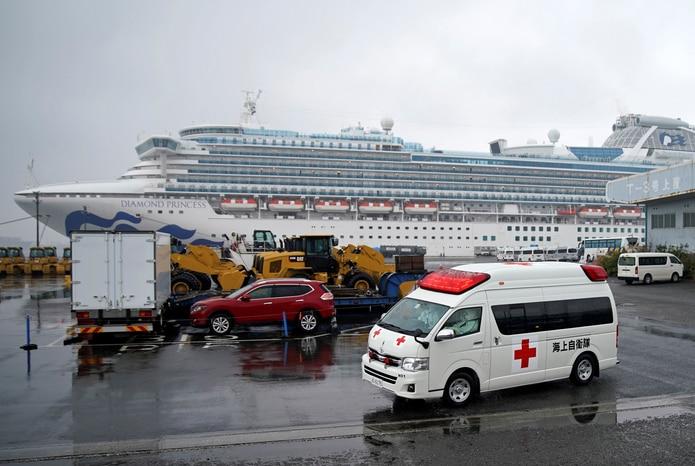 Hasta el momento se han realizado test del nuevo coronavirus a 1,219 personas de entre las aproximadamente 3,700 que había a bordo cuando las autoridades niponas decretaron la cuarentena.