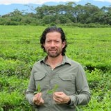 Boricuas en la Luna: Fernando Castillo cultiva el negocio del té desde Quito