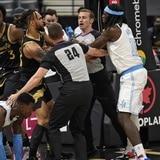Los Lakers pasean a los Raptors luego de un altercado entre jugadores
