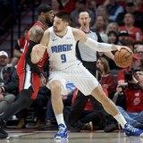 Los Trail Blazers derrotan a Orlando pero Carmelo Anthony salió lesionado