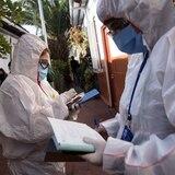 """Coronavirus """"no da tregua"""" en Chile: casi 1,000 muertos y  100,000 casos"""