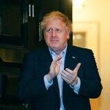 """Primer ministro británico """"continúa recuperándose bien"""""""
