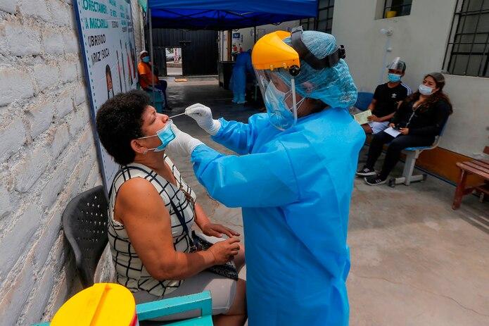 Latinoamérica ha registrado en la pandemia unos 30 millones de casos de COVID-19 y más de 900,000 muertes por la enfermedad, con Brasil como el país de la región más afectado, con 14 millones de contagios y casi 400,000 fallecidos.