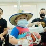 Los Vaqueros de Bayamón le llevan alegría a menores hospitalizados