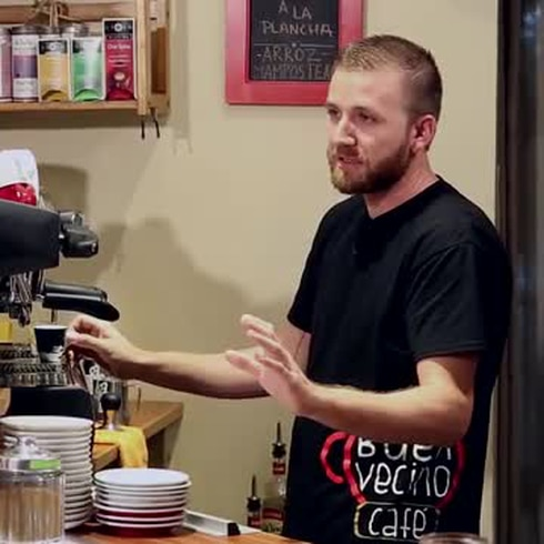 Ángel Rosa busca energía para el cuerpo con un espresso