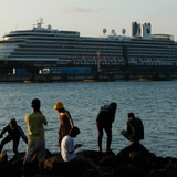 Crucero rechazado por cinco países llega a Camboya