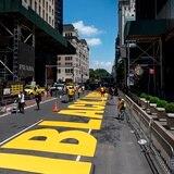 "Nueva York pinta  ""Black Lives Matter"" en carretera frente a la Torre Trump"