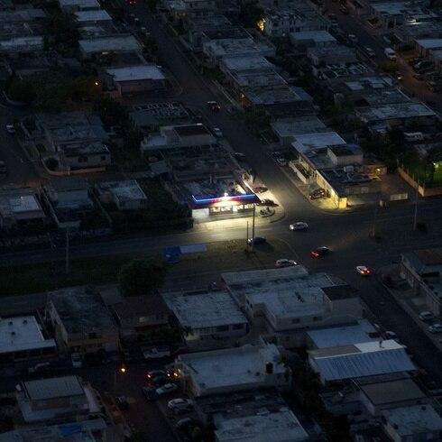 ¿Por qué se está yendo la luz en Puerto Rico?