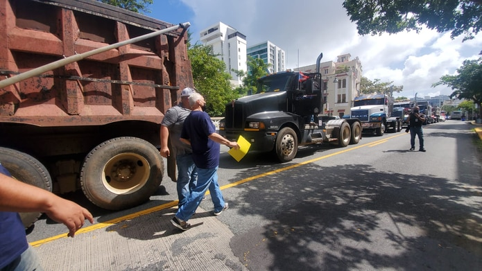 El comité ejecutivo del Frente Amplio de Camioneros y sus afiliadas, convocó a una movilización al Negociado de Transporte y otro Servicios Públicos donde se llevarán a cabo de vistas públicas para ratificar un aumento en las tarifas.