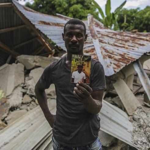Haití: con recursos limitados para encontrar supervivientes bajo los escombros