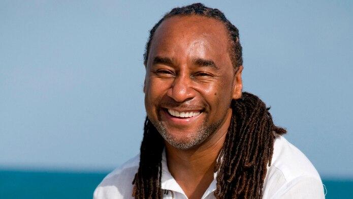 El escritor Eric Jerome Dickey en Antigua.