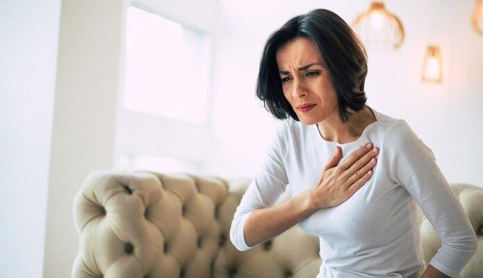 Las mujeres posmenopáusicas están sujetas a un cambio repentino e inusual en la forma del músculo cardíaco, conocido como miocardiopatía de Takotsubo, que ocurre en respuesta a un estrés emocional severo y se caracteriza por dolor en el pecho.