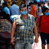 El día que el coronavirus hizo que solo los hombres llenaran los mercados de Lima