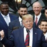 Trump no habla de los héroes ausentes durante la visita de los Red Sox a la Casa Blanca