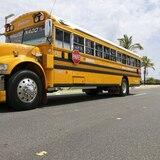 Transportistas escolares protestan frente al Capitolio