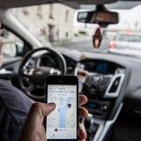 Mujer de 55 años trata de estrangular y muerde a chofer de Uber en Florida